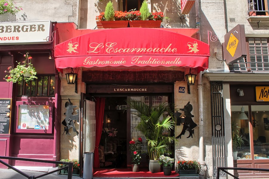 Façade L'Escarmouche - restaurant groupe Paris